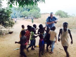 Jordi, siempre rodeado de niños...