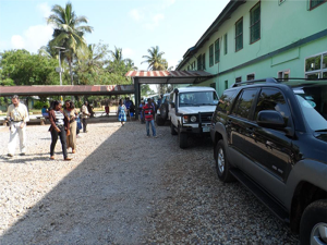 A PHILANTROPIST TEAM FROM FREETOWN JOINED THE HOSPITAL TO DISTRIBUTE FOOD AND OTHER ITEMS TO QUARANTINE FAMILIES