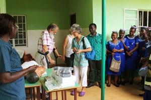 Entrega de material docente en la Escuela de Enfermería