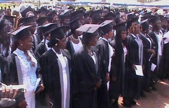 Graduación de 100 nuevos enfermeros y enfermeras