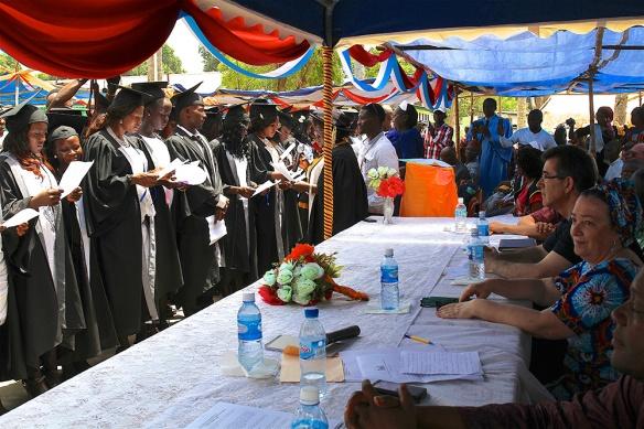 Graduación de 71 estudiantes de enfermería del programa SECHN