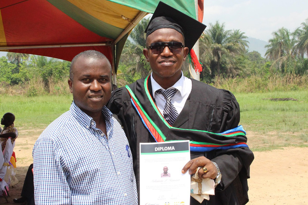 Br. Michael Koroma, Director del Hospital de Mabesseneh y Sulaiman P. Kamara