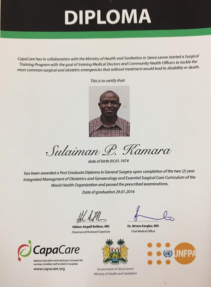 Graduación de Sulaiman P. Kamara.