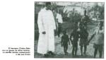 El Hno. Ciriaco Nuin con un grupo de niños nativos.