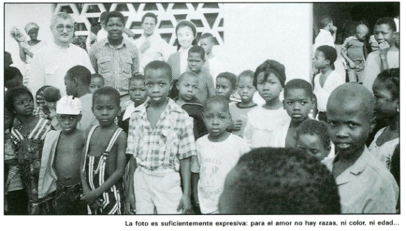 La foto es suficientemente expresiva: para el amor no hay razas, ni color, ni edad...