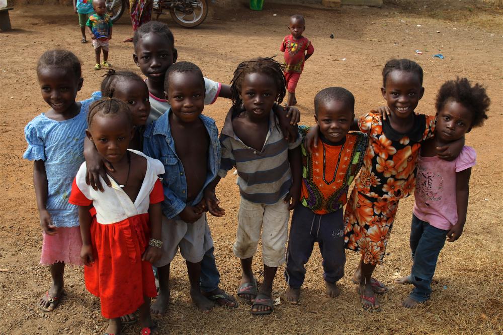 Niños y niñas del entorno del hospital