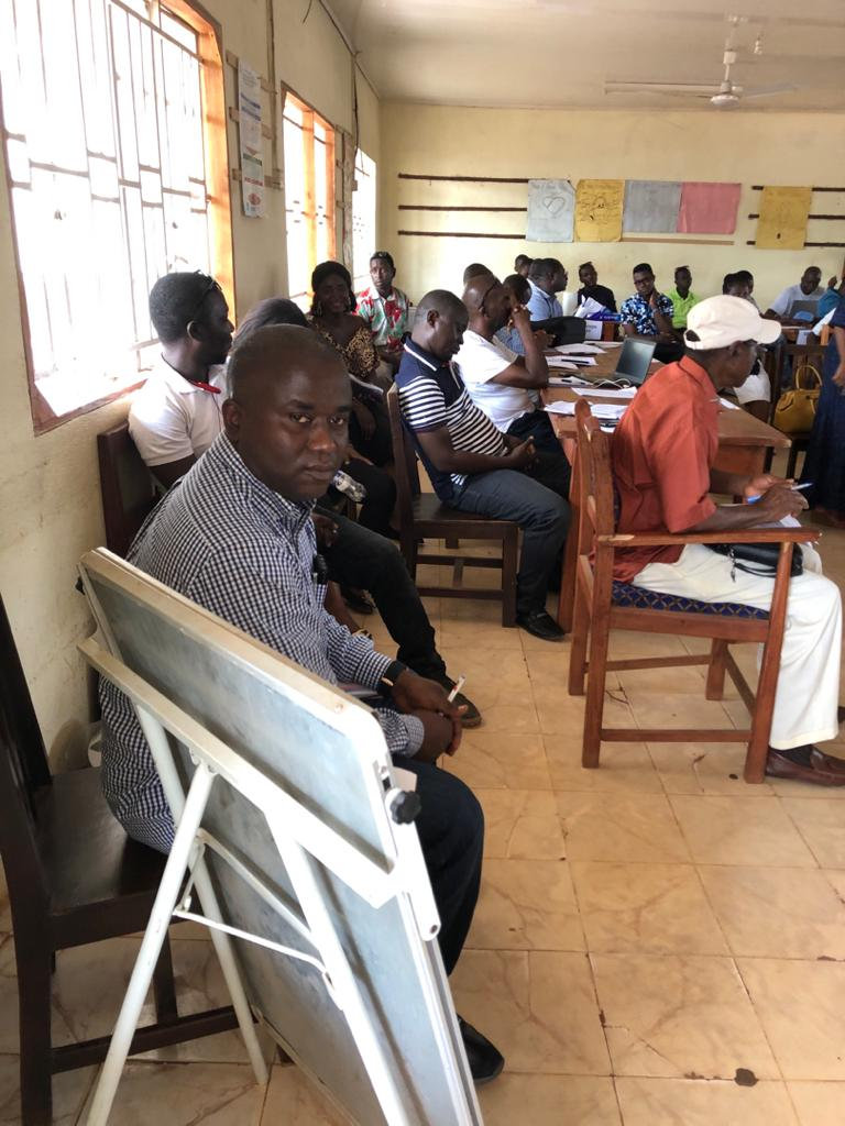 Reunión de todos los responsables de centros de salud del distrito de Port Loko