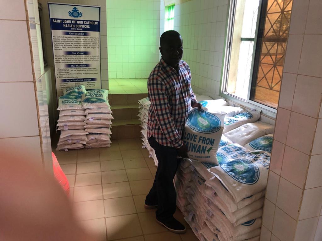 480 Bags of 10 kg of rice from Healey Foundation